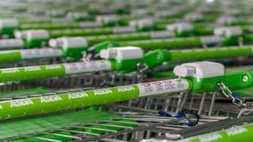 Zakończenie up ASDA zakupy tramwaj - zieleń obchodzi się b fotografia stock