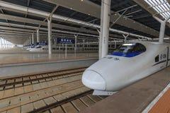Zakończenie up Chiński szybki pociąg wśrodku niedawno rozpieczętowanego wysokiego prędkość dworca w Kunming Nowy szybki dworzec ł Zdjęcia Stock