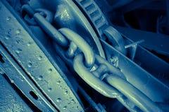 Zakończenie up ciężkiego metalu łańcuch kotwica w wielkim statku Obrazy Stock