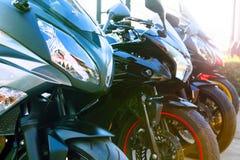 Zakończenie up - frontowy widok folował fairing duży roweru motorowego cyklu parking Fotografia Royalty Free