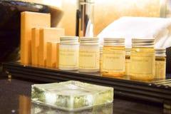 Zakończenie up kąpielowy zestaw ustawiający wliczając szamponu mydła etc Zdjęcia Stock
