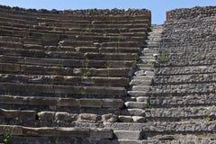 Zakończenie up kamieni siedzenia w Pompeii amphitheatre fotografia stock