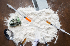 Zakończenie up lek, pieniądze, łyżka i strzykawka kokainy, Zdjęcia Stock