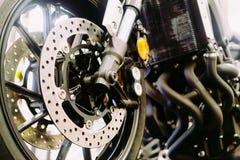 Zakończenie up motocyklu koło, zawieszenie i dyska hamulcowy system, Zdjęcia Stock