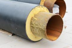 Zakończenie up na remontowej gorąca woda zaopatrzeniowego systemu metalu drymby izolaci Zdjęcia Stock
