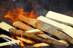 Zakończenie up obozu ogienia płomienie i ogień zdjęcie stock