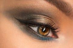Zakończenie up piękny żeński oko z makeup obrazy royalty free