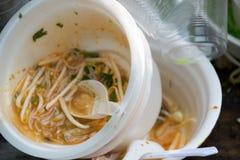 Zakończenie up Piankowa filiżanka dla jedzenia zostać śmieciarską obrazy royalty free