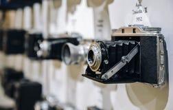Zakończenie up rocznika filmu kamera Agfa Isolette III od 1952, z zamazanym tłem inne rocznik kamery od Obraz Stock