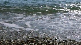 Zakończenie up ruch wody morskiej kipiel nad plażą zbiory