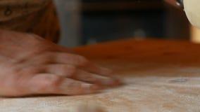 Zakończenie up starszy kobiety ` s ręki ugniatać zdjęcie wideo