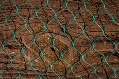 Zakończenie up stary drewna ogrodzenia panel z plastikowym diamentu wzorem n zdjęcia stock
