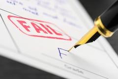 Zakończenie up stemplowy fail f na dokumencie i stopień Obrazy Stock