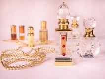 Zakończenie up strzelał arabski oud olej robić agaru drewno w pięknym szklanym słoju Fotografia Royalty Free