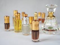 Zakończenie up strzelał arabski oud olej robić agaru drewno w pięknym szklanym słoju Fotografia Stock