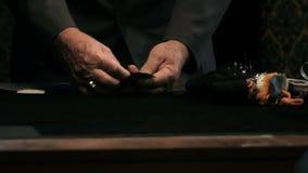 Zakończenie up strzelał krawczyna ręki, pracujący na sukni zbiory
