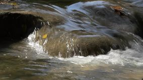 Zakończenie up strzelał wody siklawa lub przepływ zbiory