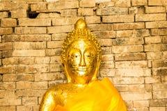 Zakończenie - w górę Buddha w Czerwonej cegły starej ścianie Zdjęcie Royalty Free