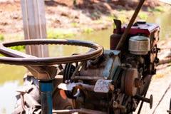 Zakończenie w górę maszyny dla lowing pole, ciągnik fotografia stock