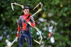 Zakończenie w górę strzału Żelazna czlowiek-pająk superheros postać w akcji obrazy stock