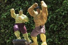 Zakończenie w górę strzału hulk w mścicieli superheros postaci w akcji zdjęcia stock