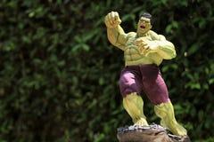 Zakończenie w górę strzału hulk w mścicieli superheros postaci w akcji zdjęcie stock