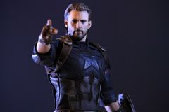 Zakończenie w górę strzału kapitanu Ameryka nieskończoności superheros Wojenna postać w akcja boju zdjęcie royalty free