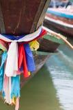 Zakończenie w górę tajlandzkiej łodzi wraz z kolorowymi ubraniami Zdjęcia Stock