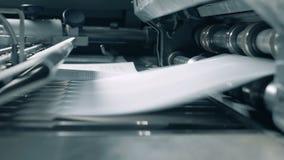 Zakończenie w górę tocznego mechanizmu wydaje papier strony zbiory wideo