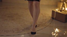 Zakończenie w górę tropić strzał kobiet nogi iść na kamerze, mieszkania prores422 hq zbiory wideo