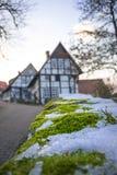 Zakończenie - w górę zima mech tła starej wioski Obraz Royalty Free
