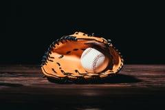zakończenie widok baseball rękawiczka i piłka zdjęcie stock