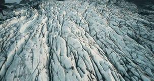 Zakończenie widok copter lata wzdłuż lodowa Vatnajokull paska Widok z lotu ptaka wierzchołki góra lodowa w Iceland zbiory