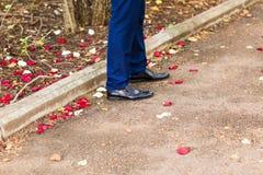 Zakończenie widok mężczyzna rzemienni buty obraz stock