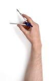 Zakończenie widok man& x27; s ręka z rysunkowym kompasem, odizolowywającym na białym tle Obraz Stock