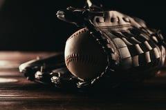 zakończenie widok rzemienna baseball piłka, rękawiczka i zdjęcie royalty free
