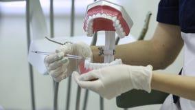 Zakończenie zębu traktowanie przy dentystyką zdjęcie wideo