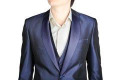 Zakończenie zmrok - błękitnych mężczyzna blezeru ślubna odzież nad bielem, Zdjęcie Stock