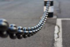 Zakończenie znika w tle metalu łańcuch Fotografia Stock