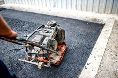Zakończenie asfaltowy pracownik w budowie Fotografia Stock