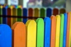 Zakończenie kolorowe drewniane deski na ogrodzeniu Obrazy Stock