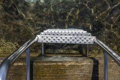 Zakończenie metali schodki woda morska Zdjęcia Royalty Free
