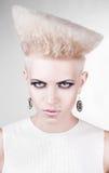 Zakończenie portret agresywni punkowi blondyny Obraz Stock