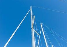 Zakończenie up jachtu maszt na nieba tle Fotografia Royalty Free