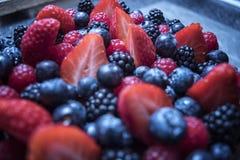Zakończenie up jagody na owoc torcie Obrazy Royalty Free