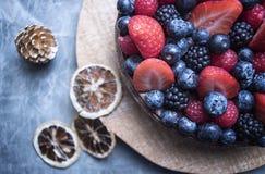Zakończenie up jagody na owoc torcie Zdjęcia Royalty Free