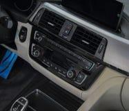 Zakończenie up luksusowa samochodowa deska rozdzielcza Fotografia Stock