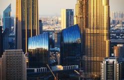 Zakończenie widok Dubaj góruje przy zmierzchem zdjęcia stock