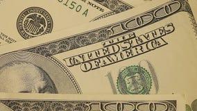 Zakończenie zielone dolar notatki na stole Ogromna liczba dolary na stole blisko dolarów, Zieleni notatki dalej zbiory