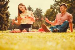 Zakochana para w parku Obrazy Stock